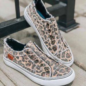 Size 7 leopard blowfish sneaker